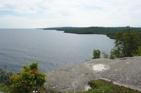 Looking SW from Split Rock Point (a large anorthosite block).  Note the gentle dip of the rocks toward Lake Superior.  Image credit: Bill Mitchell (CC-BY).